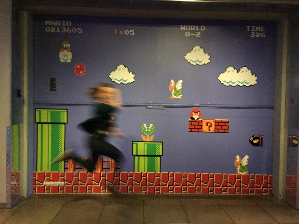 Slinky jumping across a Super Mario Bros background